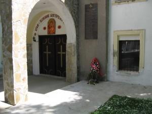 Входът на църквата Успение Богородично в Малко Търново